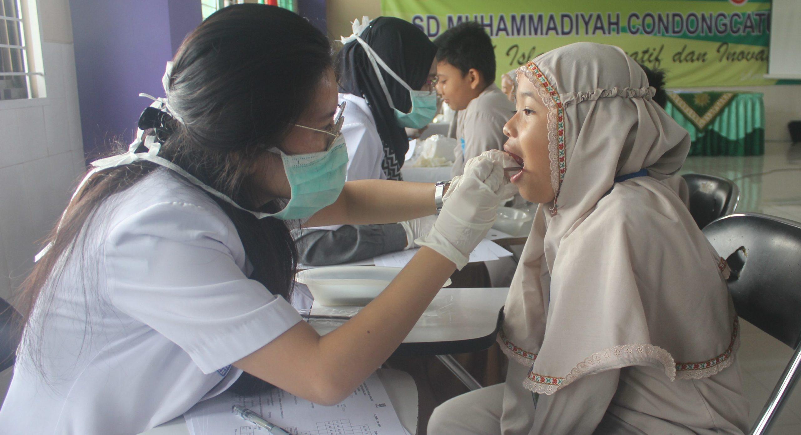 200 Siswa SD Muhammadiyah Condongcatur Ikuti Pemeriksaan Kesehatan Gigi dan Mulut