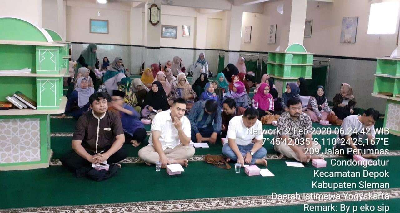 Antusiasme Para Wali Murid Menghadiri Pengajian Ahad Pagi Kelas 6 di SD Muhammadiyah Condongcatur