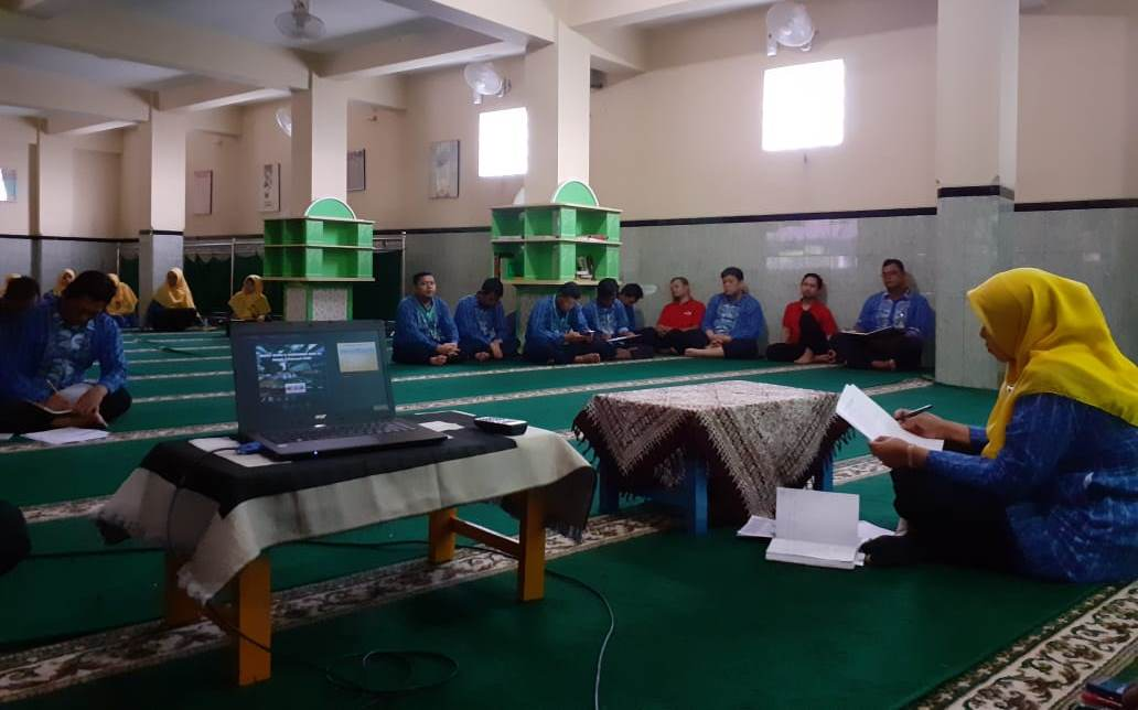 Rapat Guru dan Karyawan SD Muhammadiyah Condongcatur Dilaksanakan Rutin Setiap Jum'at